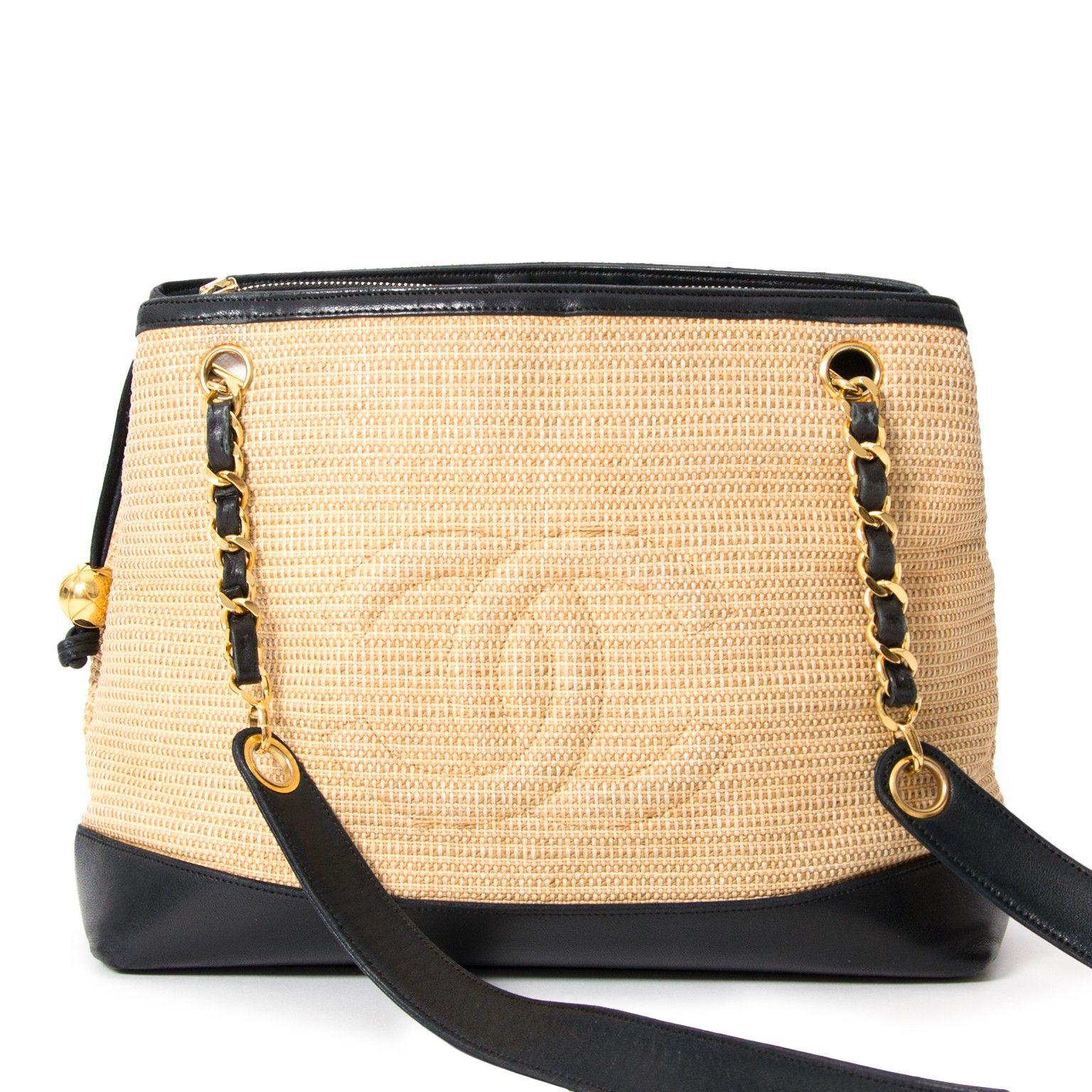 67a863b8fc01f5 Chanel Woven Raffia Shoulderbag webshop LabelLOV designer bags vintage