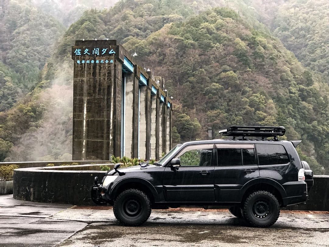 Lifted Mitsubishi Pajero On 33 Offroad Wheels From Japan In 2020 Mitsubishi Pajero Offroad Mitsubishi Pajero Sport