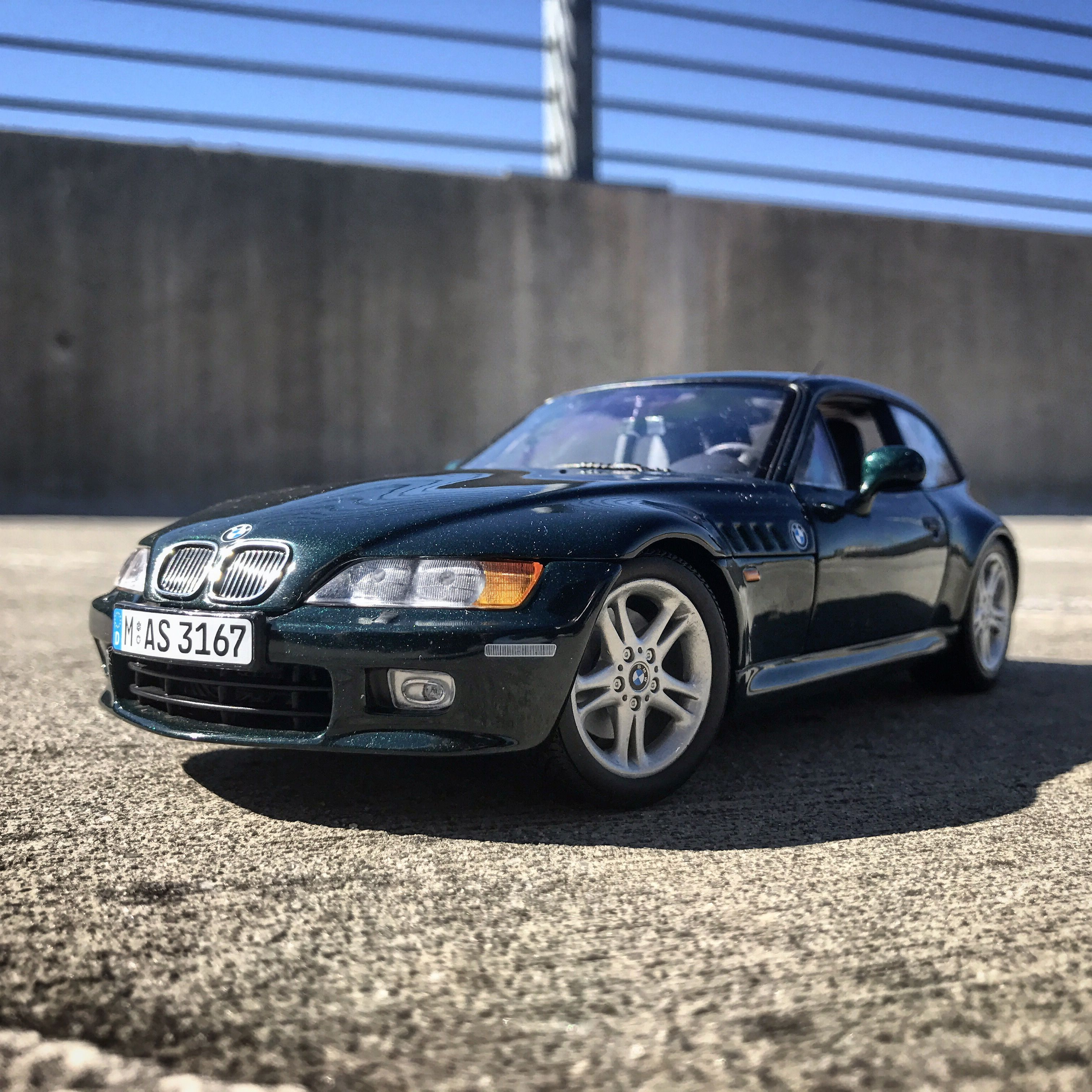 Bmw Z3: UT Models E36/8 BMW Z3 Coupe 2.8 (Dealer Edition)