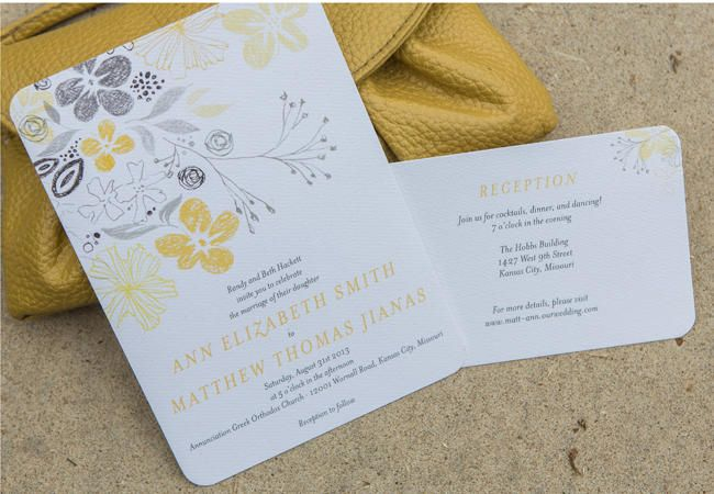 Floral Invitations Done 5 Ways | Photo by: Darbi G Photography | TheKnot.com