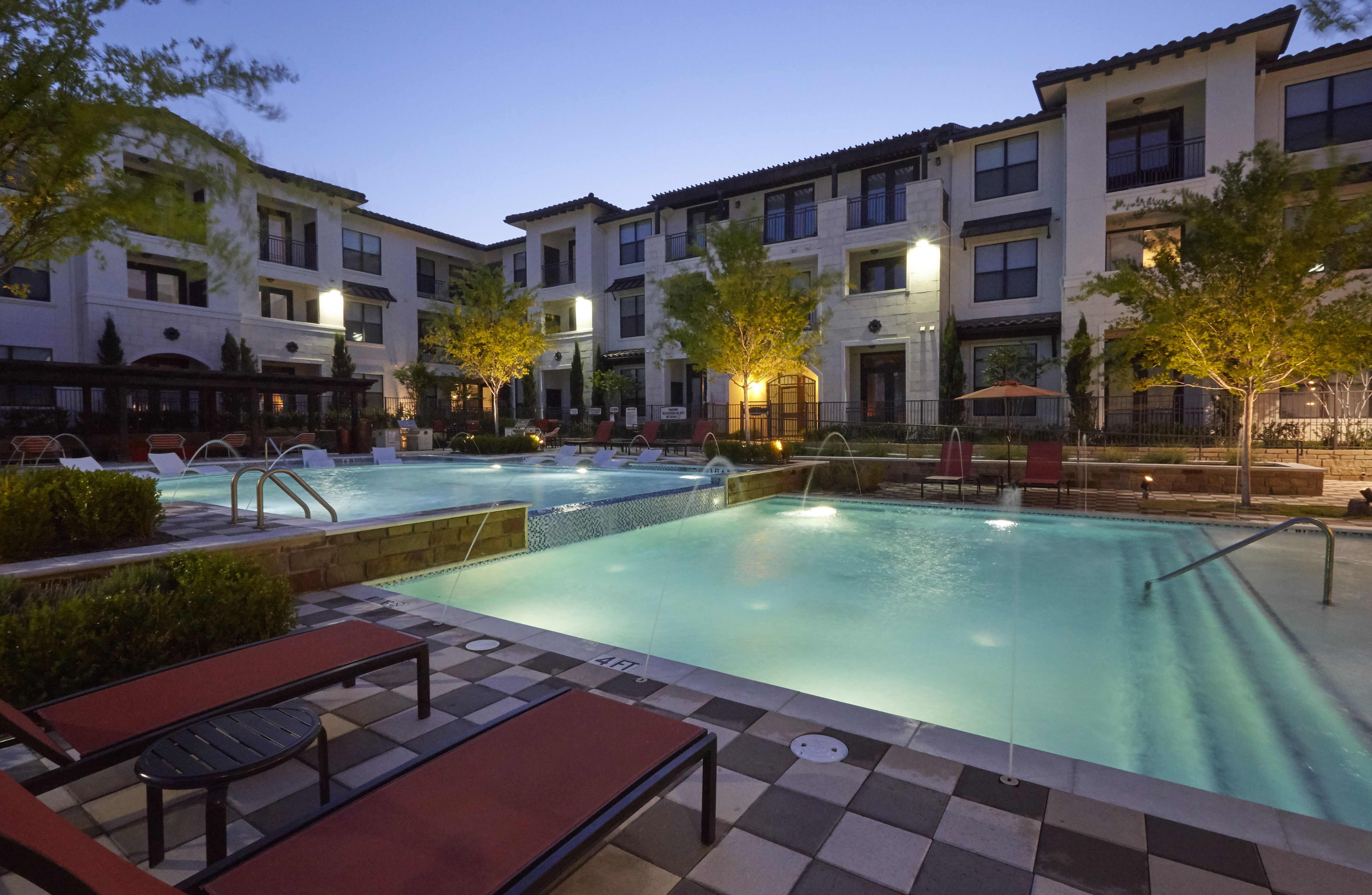Live The Good Life At Amli On Riverside A Luxury Apartment Community In Las Colinas Neighborhood Of Irving Texas