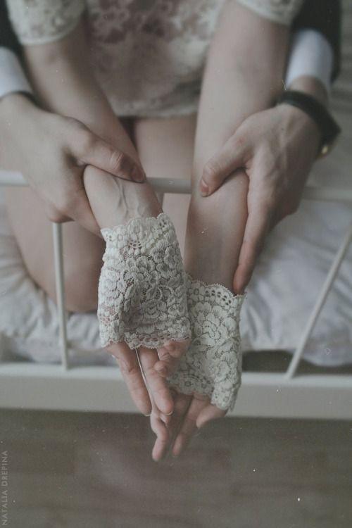 heartshapedbones:  Hands by NataliaDrepina