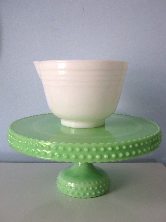 be still my beating heart.  this green milk glass cake stand is UH-mazing.