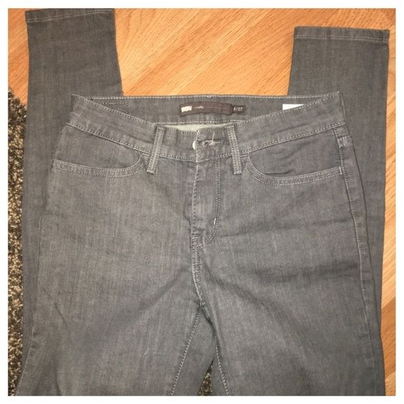 Women's Levis Skinny Jeans Jeans have never been worn. No tags included. They are a skinny jean. Levi's Jeans Skinny