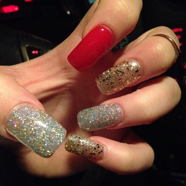 #glitter #sparkles #nails #nochip #longnails #holidaynails #winter  Brittany