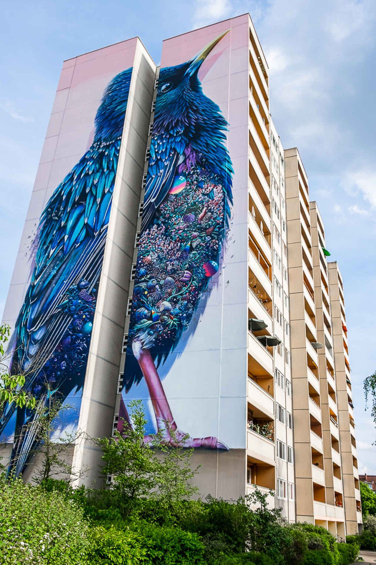 Building In Berlin Gets Transformed By Amazing Foot Tall - Building in berlin gets transformed by amazing 137 foot tall starling mural