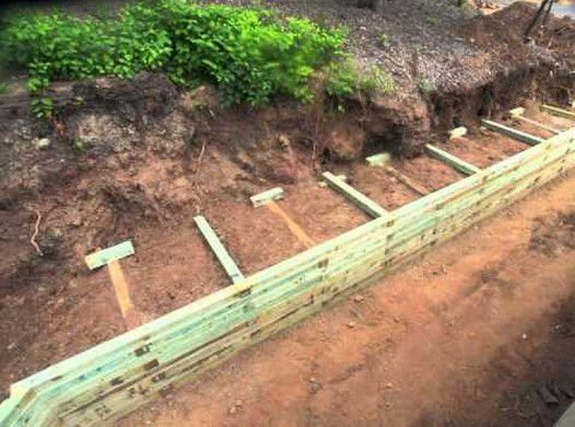 Build A Wood Retaining Wall Подпорные стены Ограждения в саду Ландшафтный дизайн заднего двора