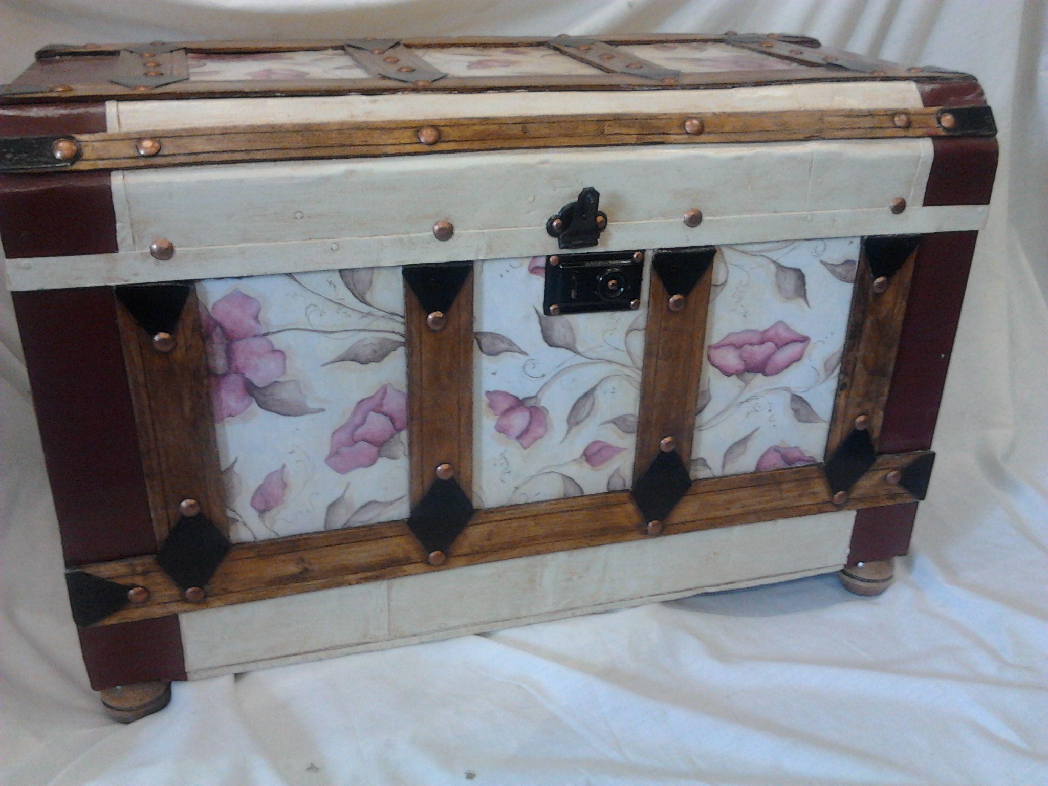 Baul restaurado y decorado con pintura y papel muebles baul pinterest - Baules para dormitorios ...