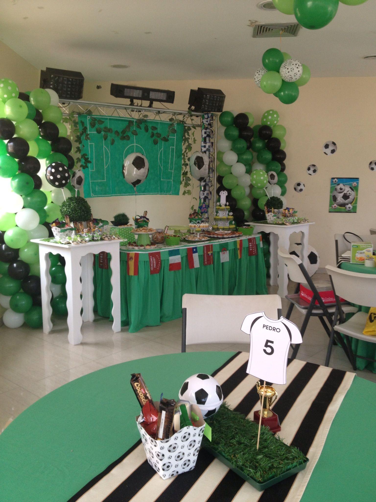 Fiesta de futbol poner nombre de baby en playera o - Como decorar un bar ...