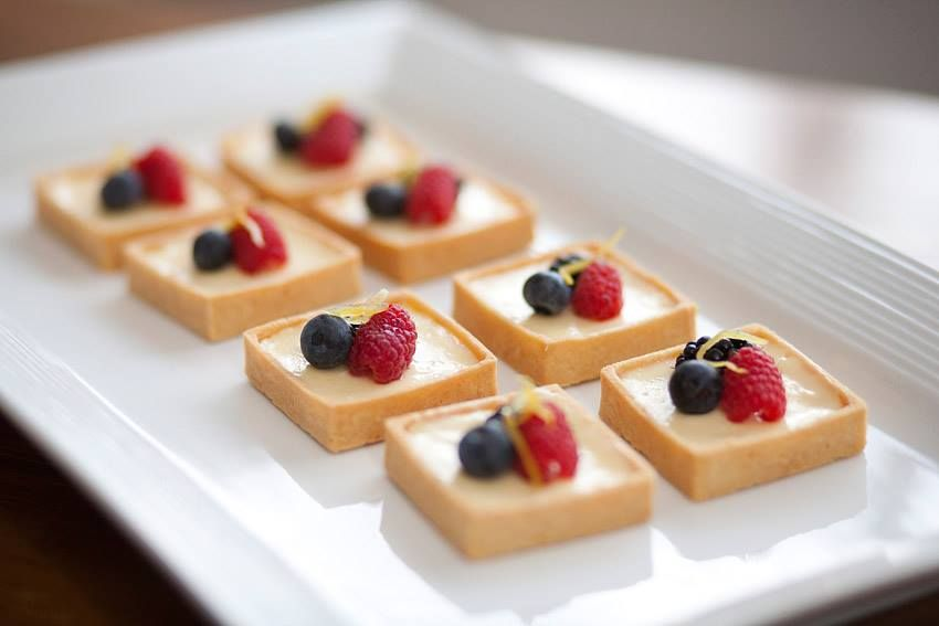 Mini cheese cake eat me now for Canape dessert ideas
