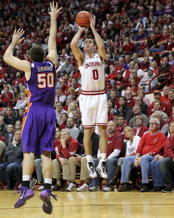Indiana Hoosiers Will Sheehey 0 Shoots The Ball Over Evansville Purple Aces Guard Forward Blake Simmons 50 During The Iu Hoosiers Indiana Hoosiers Simmons