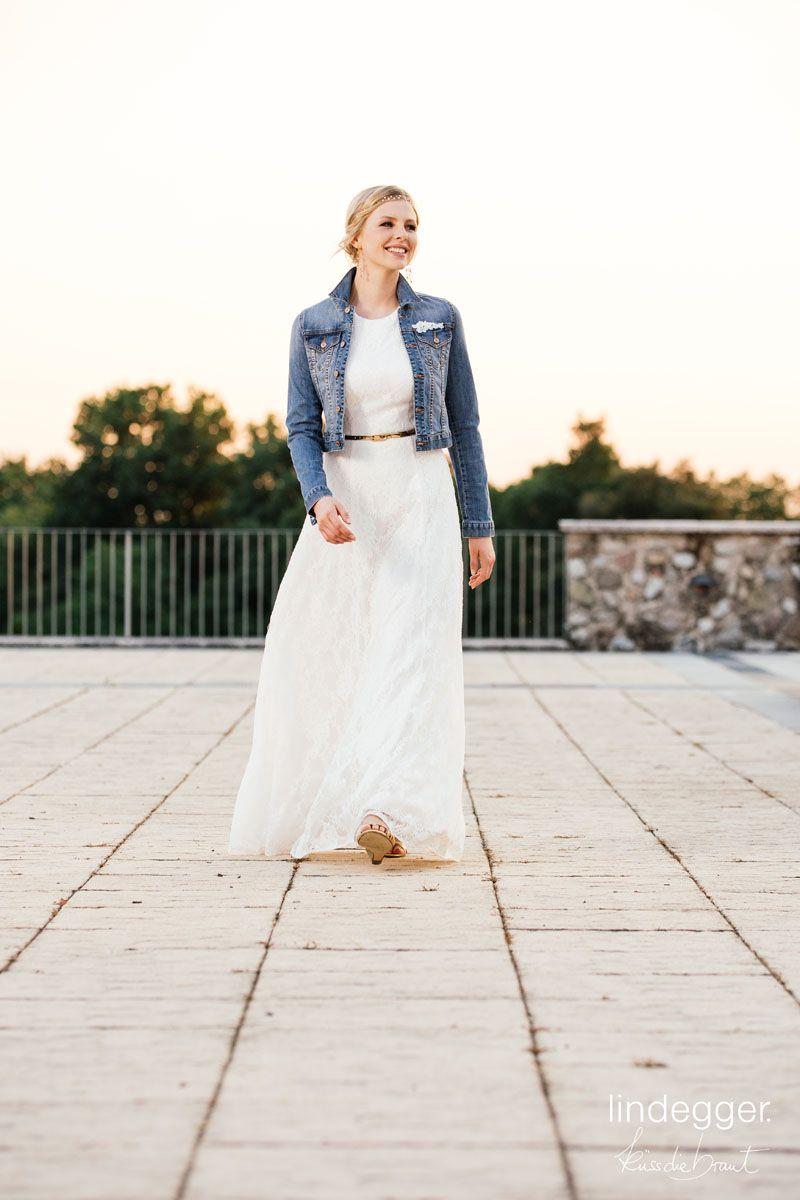 Vintage Brautkleid + Jeansjacke = Modern lässiges Brautoutfit! We ...