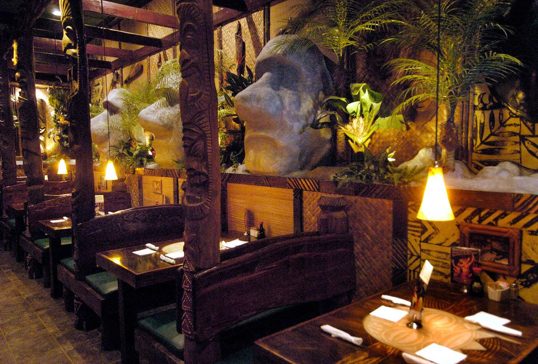 The Tropical Themed Restaurant In Illinois You Must Visit Before Summers Over
