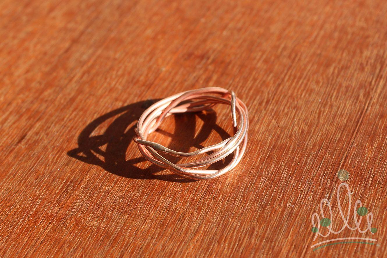 ANEL FIOS #152 anel em cobre fosco, formado por fios que se cruzam envolvendo-se entre eles mesmos.