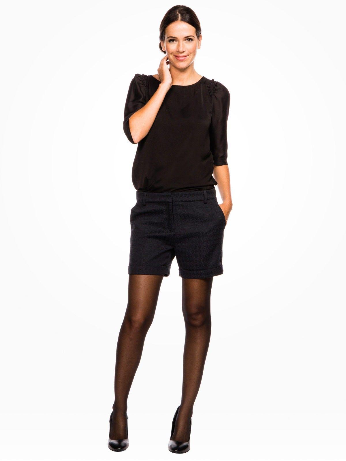 26d188d07b Short noir + pull + escarpins | style | Short hiver femme, Jupe ...