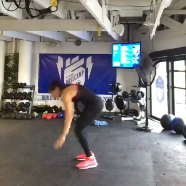 Working Abs with side crunch Burpees - keep the form and feel that ...