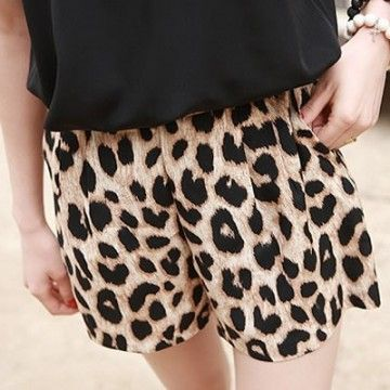 Short com Estampa Leopardo