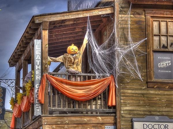 Funny Halloween Decorations To Make Your Place Funnier. Halloween Balcony  Decorating Ideas