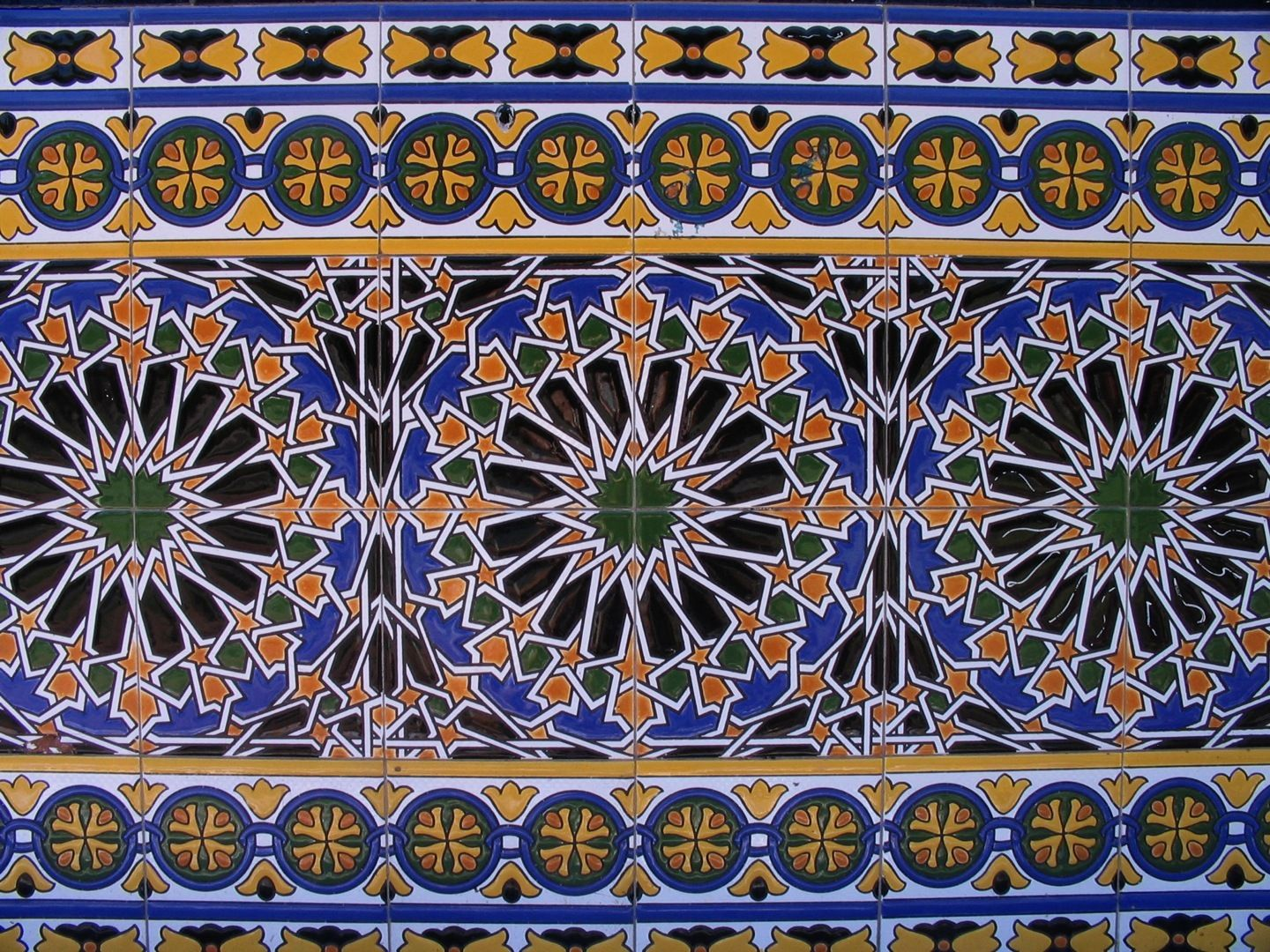 Tiles in seville spain s ville pinterest plaza tropical y espa a - Azulejos antiguos sevilla ...