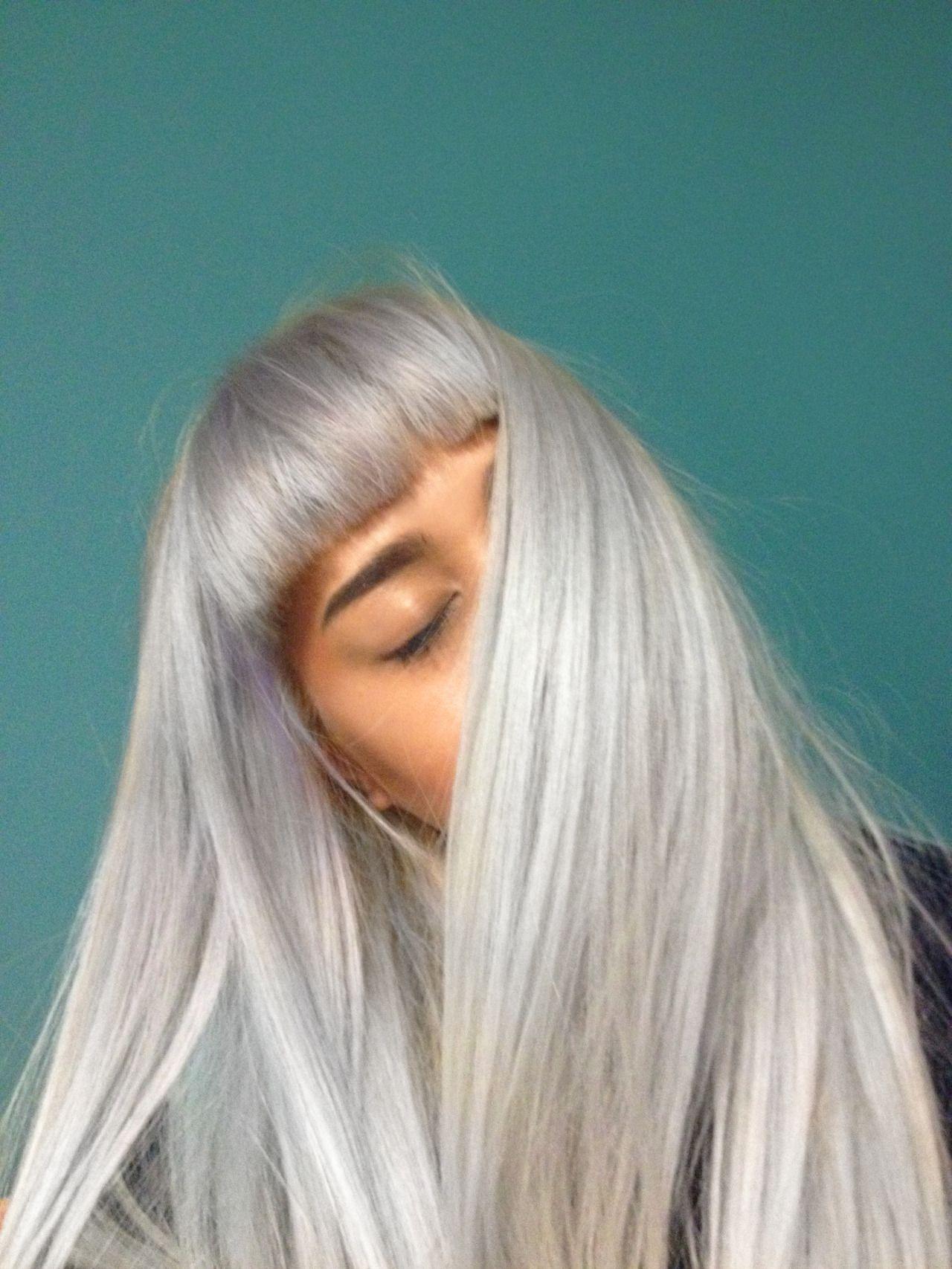 En voyageu coolt men så långt bort pinterest silver hair hair