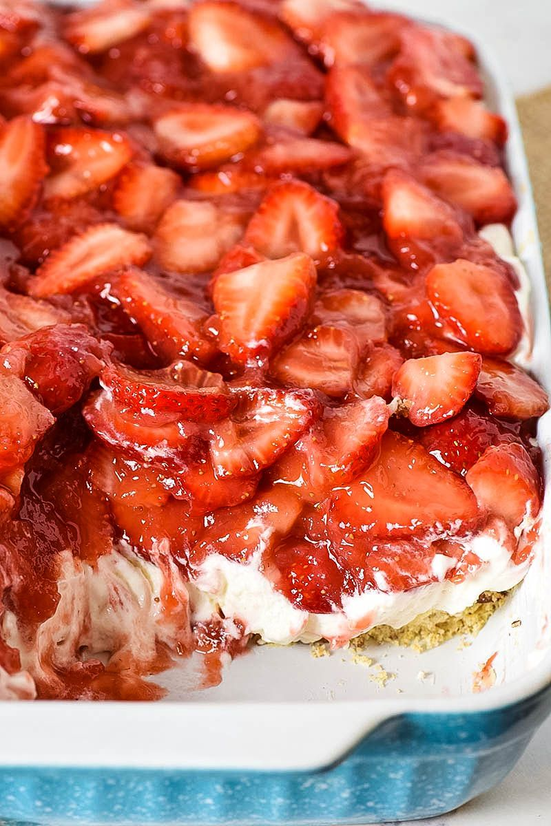 Simple and easy strawberry delight recipe with berries, cream cheese, whipped cream, powdered sugar, and a pecan crust. Dreamy no bake dessert recipe! #flouronmyfingers #strawberry #nobakedesserts #dessertrecipes #DreamWhip #creamdesserts