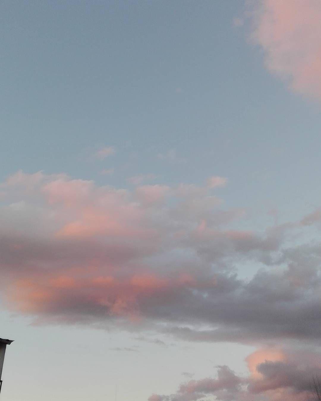 Descansando después de un día bien aprovechado!  #vistas #cielo #sinfiltros #desdemijardin #home #sabado #celebrandolavida #buscandovestido #amigas #slowlife #a #tranquilidad #nofilter by chegaralua