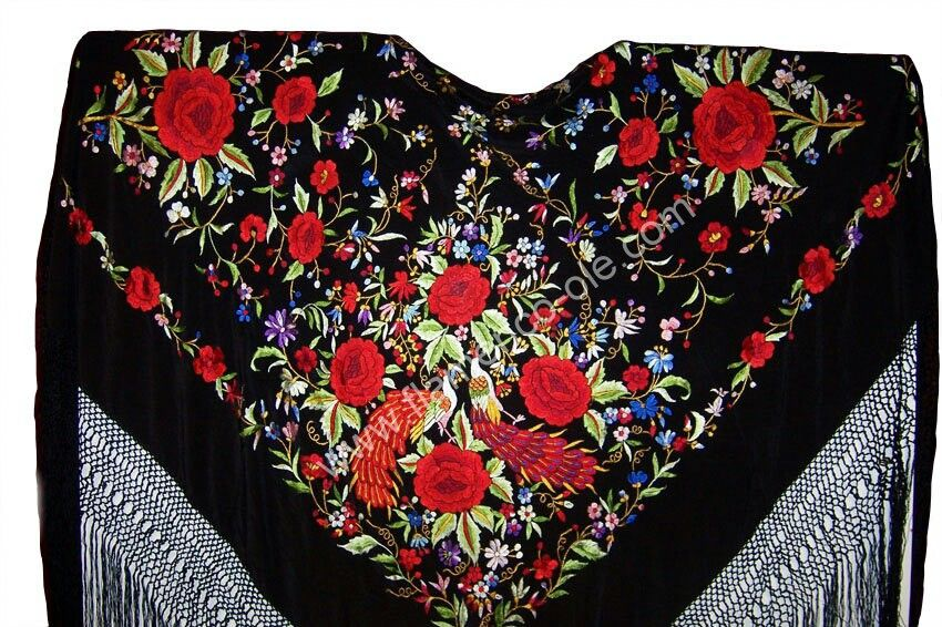 09be8ae463c09 Manton negro con pavos reales y flores rojas