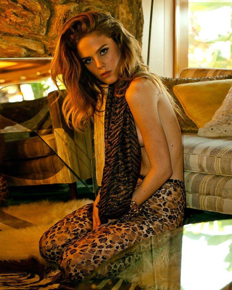 Chelsea Schuchman Nude Photos 22