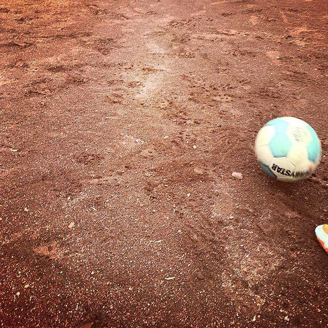 Rückpass #Asche #aschenplatz #Hartplatzhelden #derbystar #nike #swoosh ##FussballMitBiss #Fußball #Fussball  #Sponsoring #prodente #trikotsponsoring #werbung #zähne #zahngesundheit #Spieltag #Aufstieg #Rückrunde #Aufstiegsrunde #Soccer #Football #matchday #match #prodente #U13 #DJugend #field #goal #whistle #kickoff
