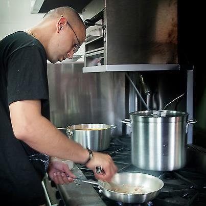 Luis D. Vélez, Chef ejecutivo