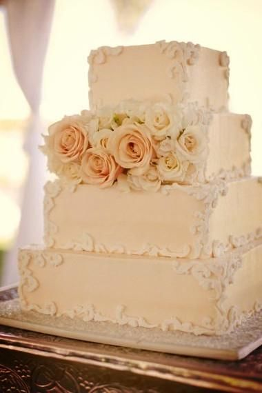 Now this is a cake fit for a #LuxBride. Ornate edging and pale peach roses are all opulence at @Four Seasons Hotel Cairo at Nile Plaza.
