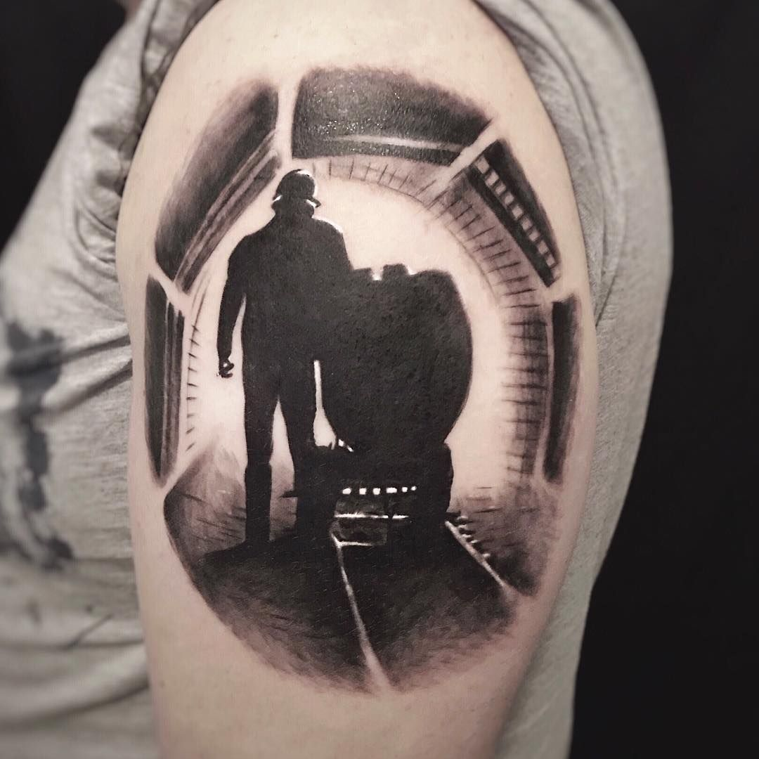 3d Realistic Tunnel Gold Miner Tattoo Gercekci Realistik Altin Madenci Tunel Dovmesi By Bora Mesut Palas Istan Tatuajes De Angeles Guerreros Tatuajes Tatoo