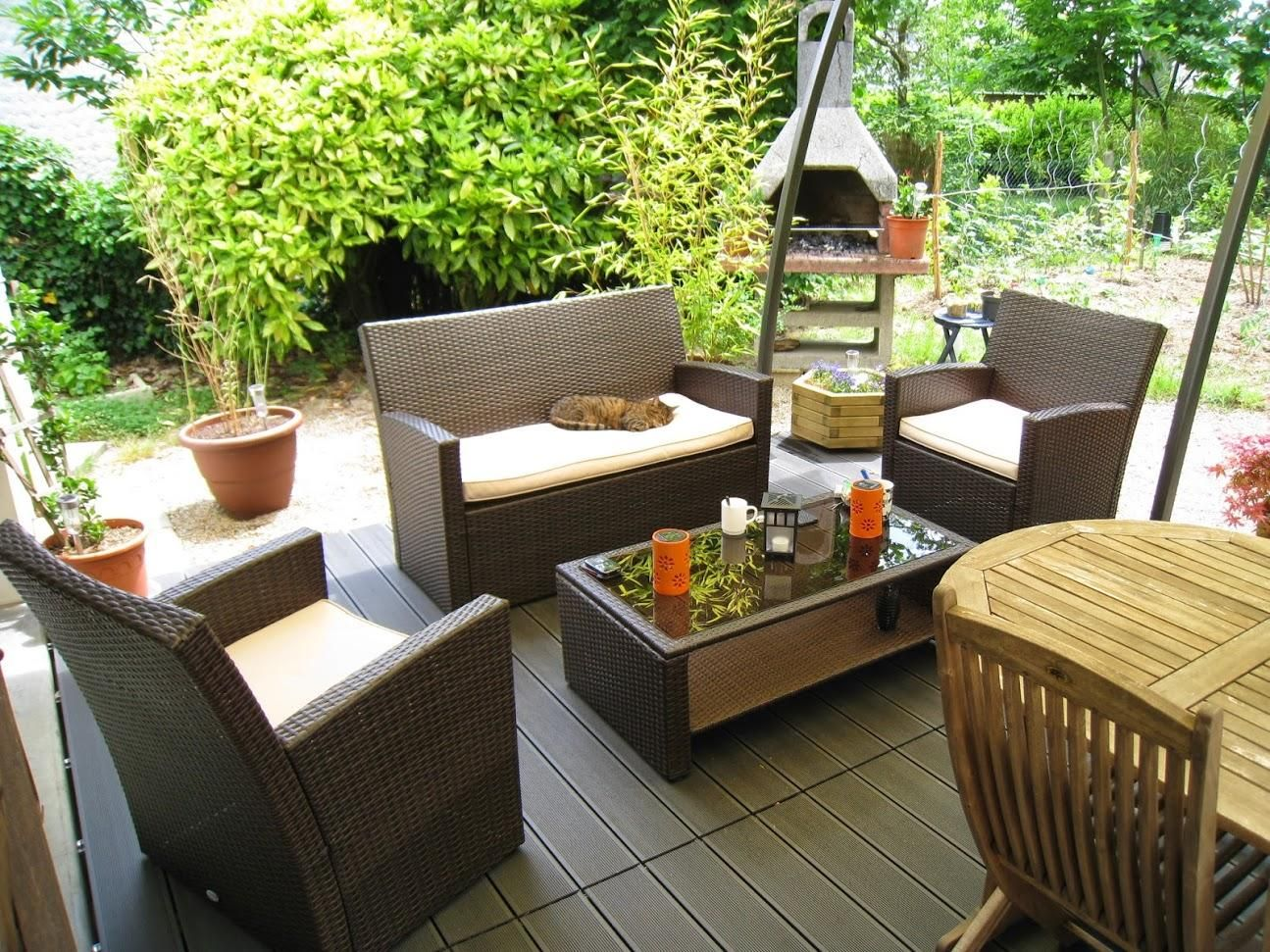 Comment nettoyer son mobilier de jardin en résine - Jardin et Maison