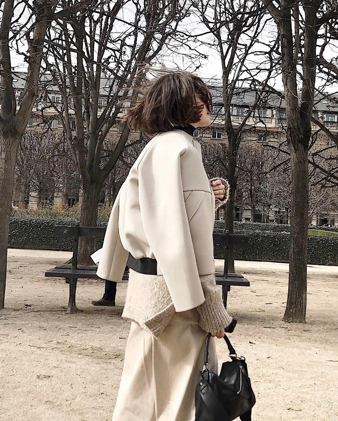 いいね!2,852件、コメント24件 ― Charlie Mayさん(@charliemay)のInstagramアカウント: 「When in Paris, you embrace the beige 🥖🧀🍟🥐🍯🍖🍔🥓」
