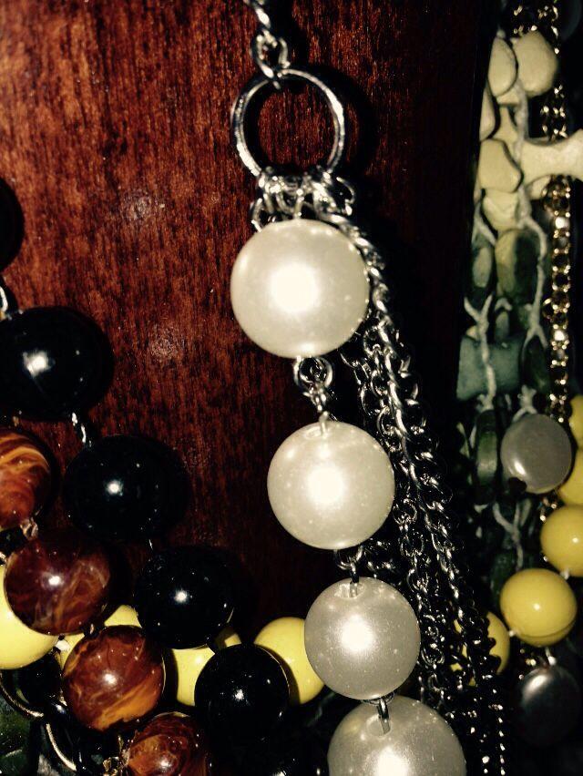 Wood grain & pearls
