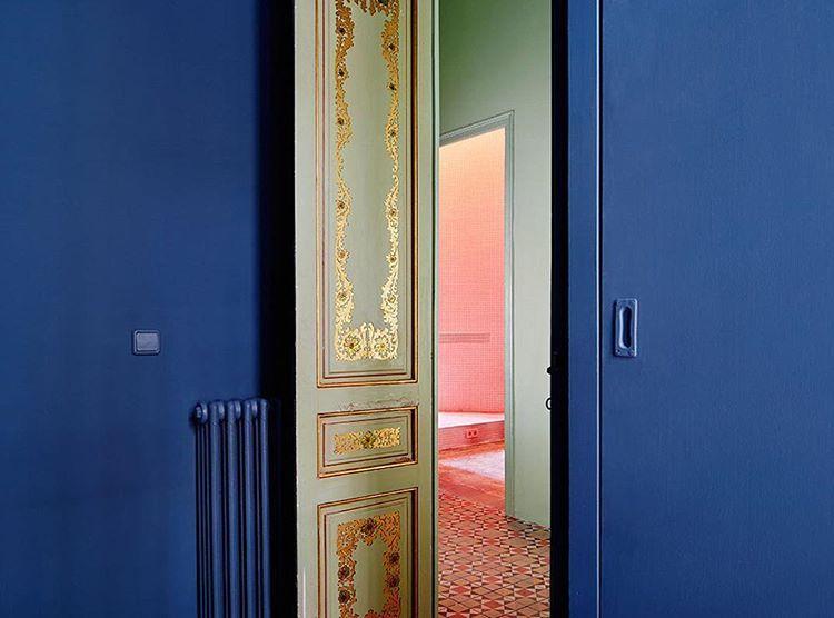 Prachtige kleuren in casa horta in barcelona door interieurontwerper