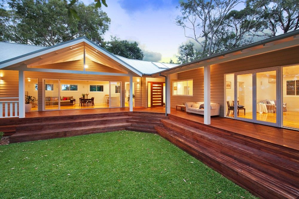 One-Storey House with a Large Covered Deck   drawhome.com