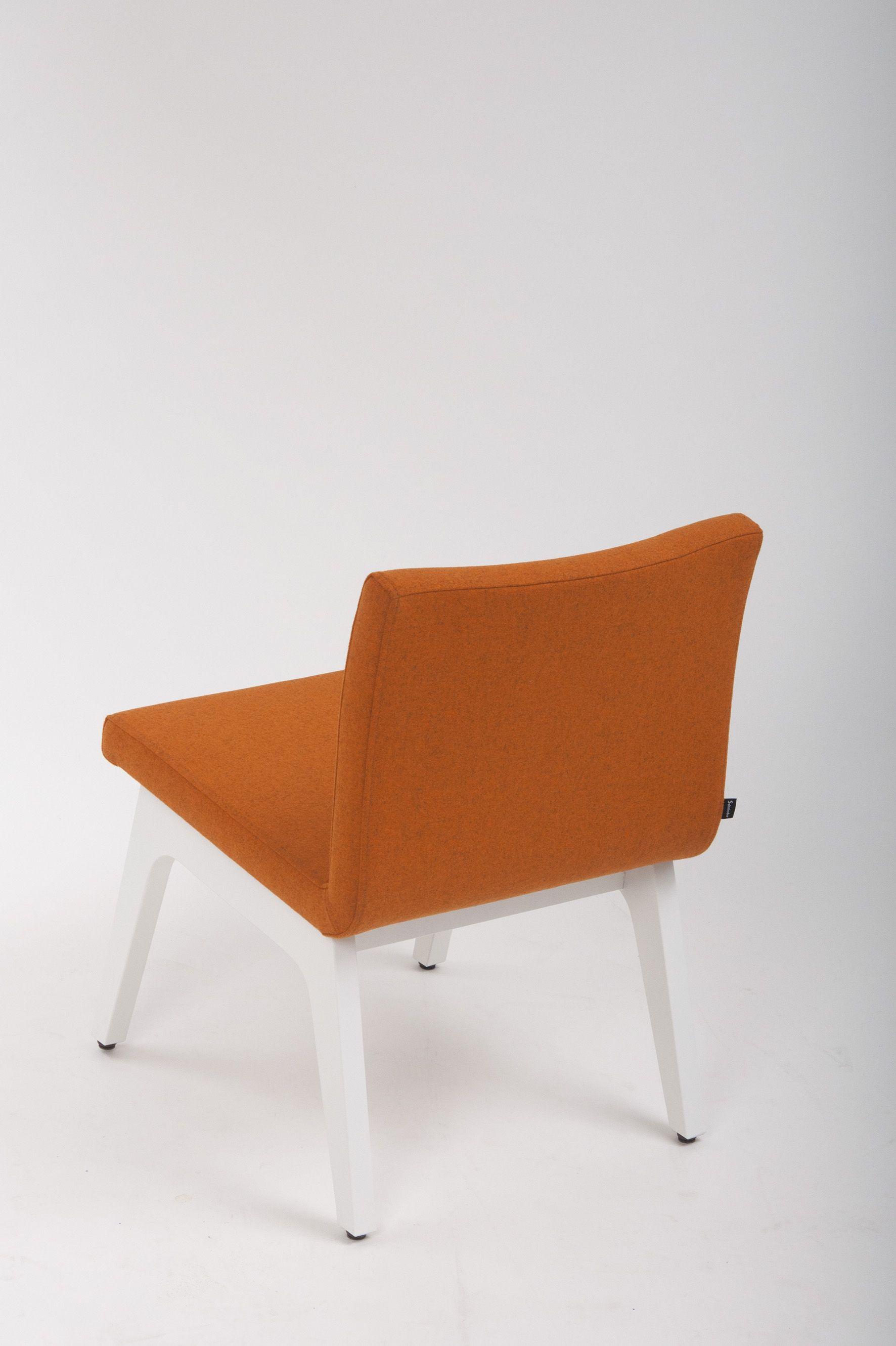 gastronomie mobel bestuhlung lounge mobel funktional entspannter sessel sitzen