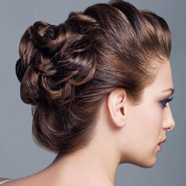Este peinado recogido es un poco más elaborado y se ve fantástico!!! http://www.miboda.tips/