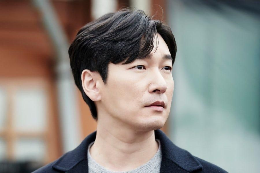 "Cho Seung Woo Is As Stoic As Ever In Upcoming 2nd Season Of tvN's ""Forest Of Secrets"""