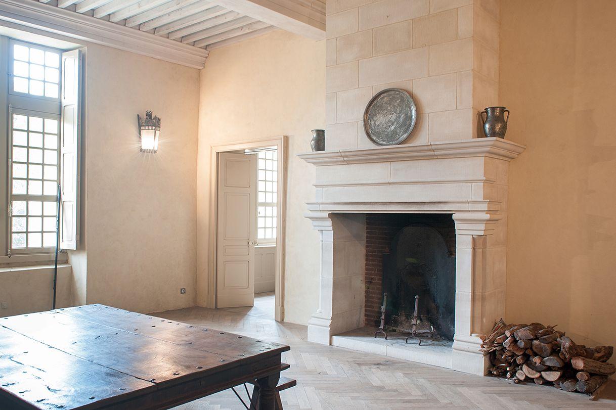 Interieur De Chateau Avec Creation D Une Cheminee En Pierre Et