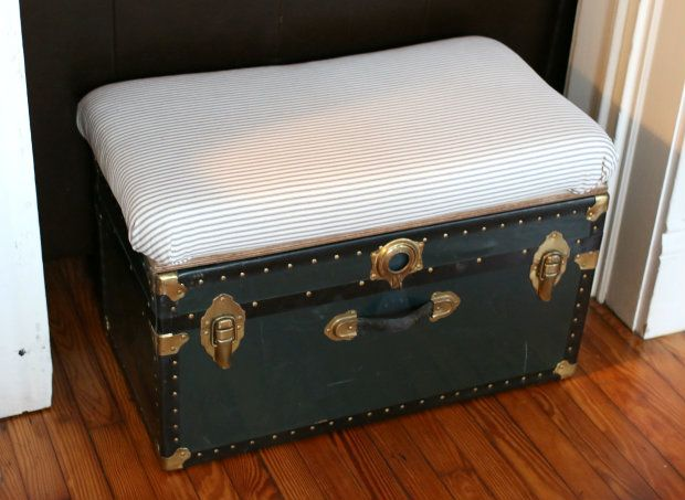 Diy Storage Trunk Bench And Coffee Table Ehow Diy Storage Trunk Diy Storage Storage Trunk