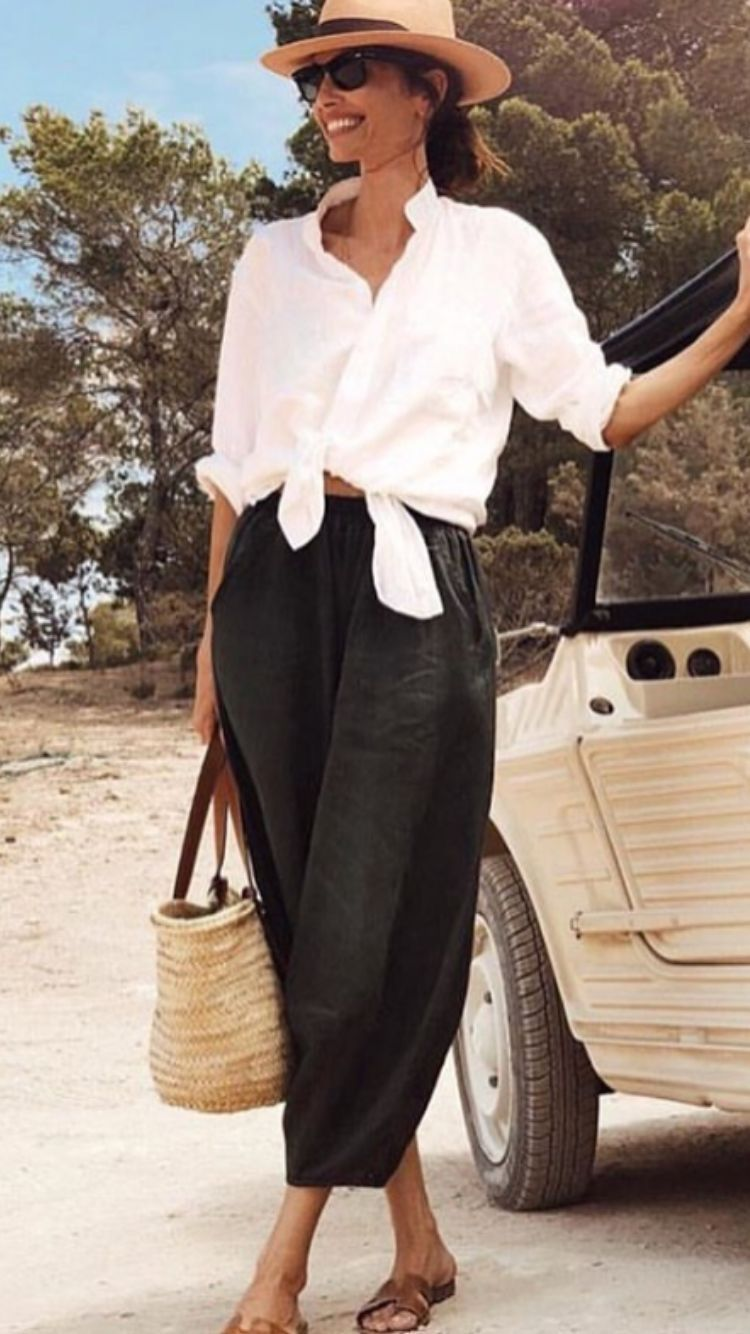 Trendy, simple and cute vacation outfit. #vacationoutfits
