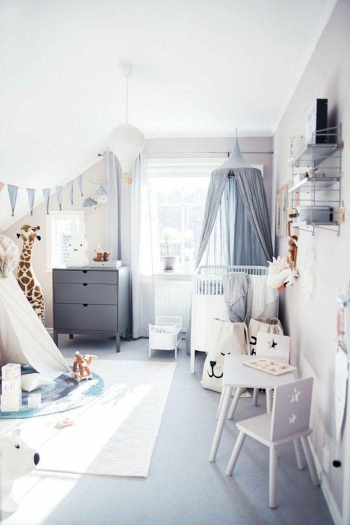 Kinderzimmer Gestaltung Ideen Buntes Babyzimmer Voll Mit Spielzeugen Und  Dekoartikel Ideen Grau Weiß Giraffe