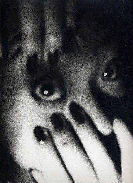 Daido Moriyama  'Setagaya-ku, Tokyo, Midnight 1986′