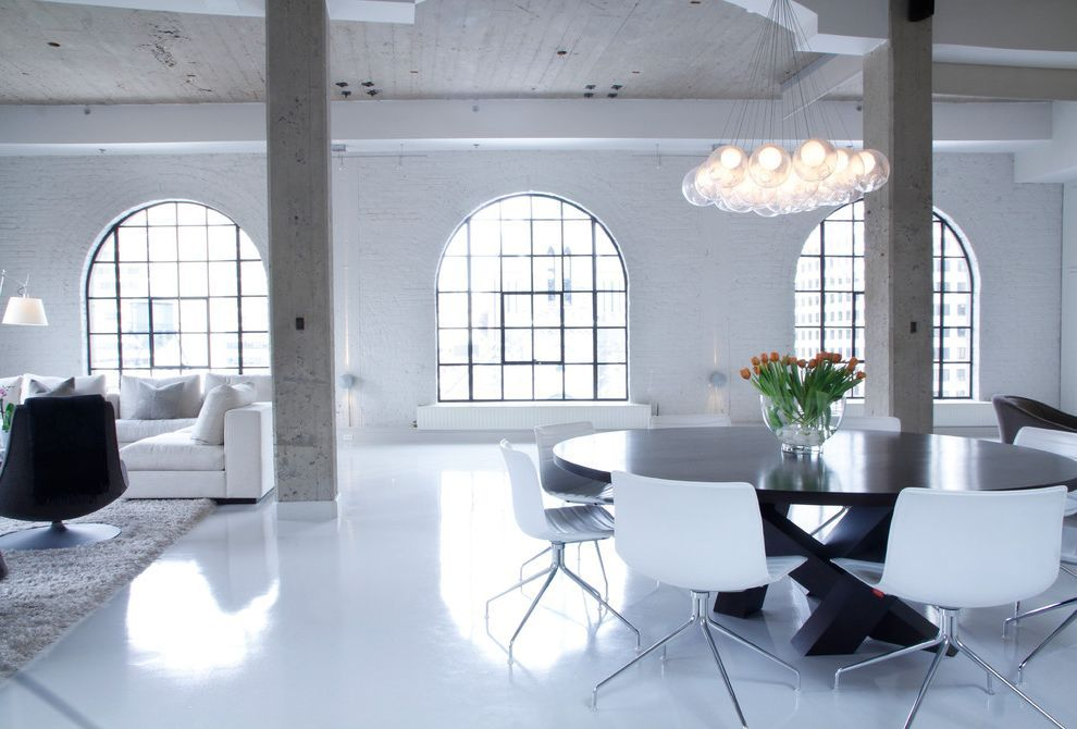 penthouse wohnung montreal designerin julie charbonneau, ditra heat mat industrial living room also arched windows area rug, Design ideen