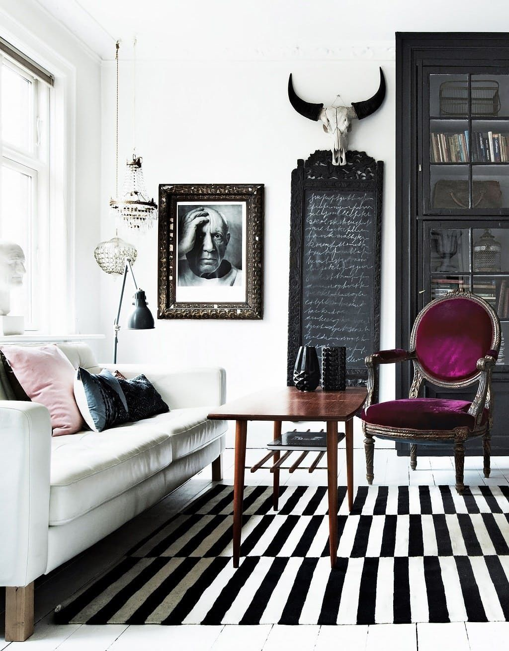 Pin By Lily Pasayes On Design Ideas Purple Living Room Pink Living Room Black Living Room