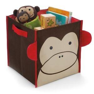 Skip Hop säilytyskori apinan kuvalla. Hinta 24,50 euroa / kpl osoitteessa lastenverkkokauppa.fi. Sopii Ikean lokerollisiin hyllyihin. 27 x 28 x 28 cm. Kuva skiphop.com.