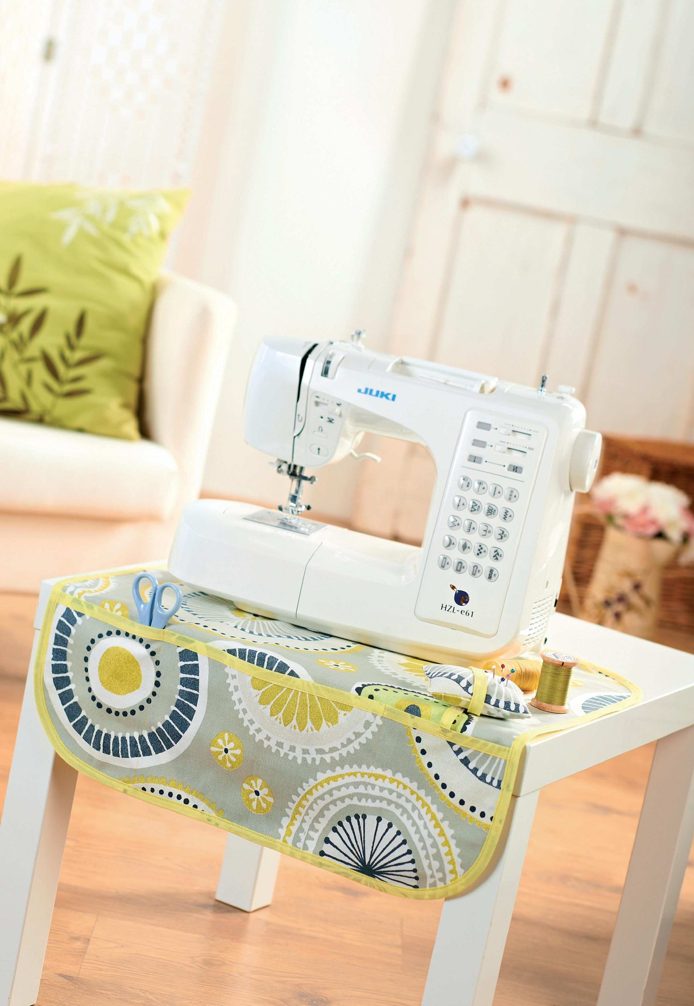 Geometric Print Sewing Machine Mat | Cuartito de costura y plancha ...