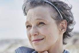 graue haare mit strähnchen aufpeppen - Google Suche in